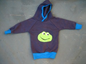 Upcycling Baby-Hoodie mit Frosch